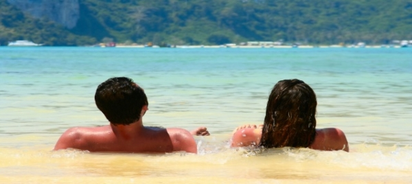 vacances amoureux  Famille recomposée : 5 idées pour les parents pour se retrouver en amoureux.