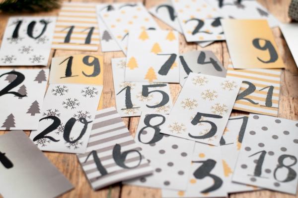 Adventskalender zum Dezemeber Zahlen Vorlage Printable Freebie und Anleitung 4 1  Que mettre dans un calendrier de l'avent fait maison ?