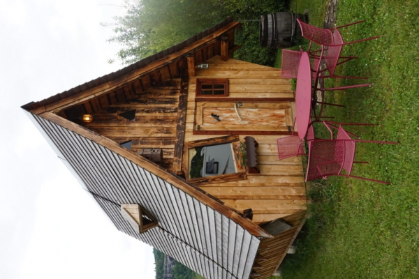 293C33AA 20A5 45A9 B746 264E6022DCB0 1024x684  Notre nuit dans un Faerie Cottage au camping La roche d'Ully à Ornans
