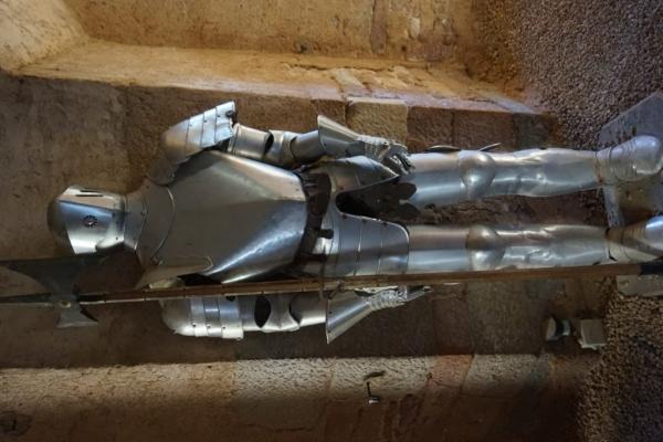 61129849 238C 4C23 9FDD 4A59FA383135 1024x684  Visite du château Médiéval  de Brancion en Bourgogne